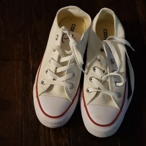 Womens size 6 converse